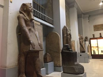 le-caire-musee-egyptien-statues