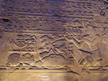 basrelief-temple-louxor-egypte