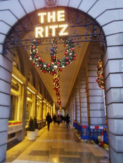 ritz-londres-noel-decorations-larchivoyageuse