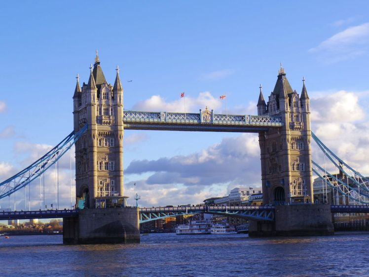 towerbridge-londres-tamise-larchivoyageuse