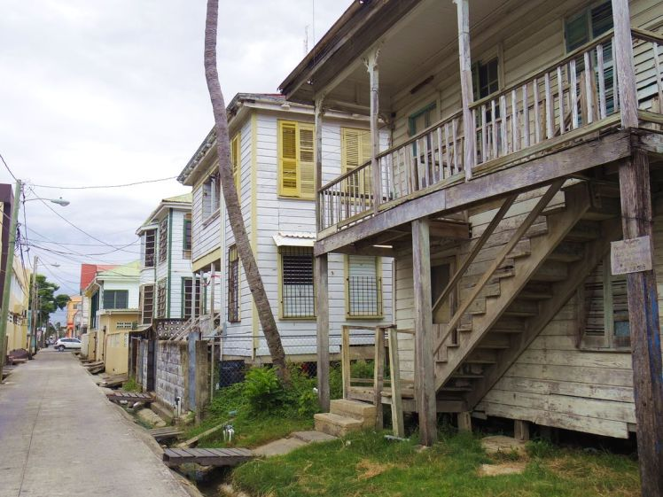 belize-city-rue-architecture-larchivoyageuse