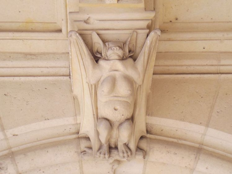 pierrefonds-sculpture-oise-larchivoyageuse-chateau