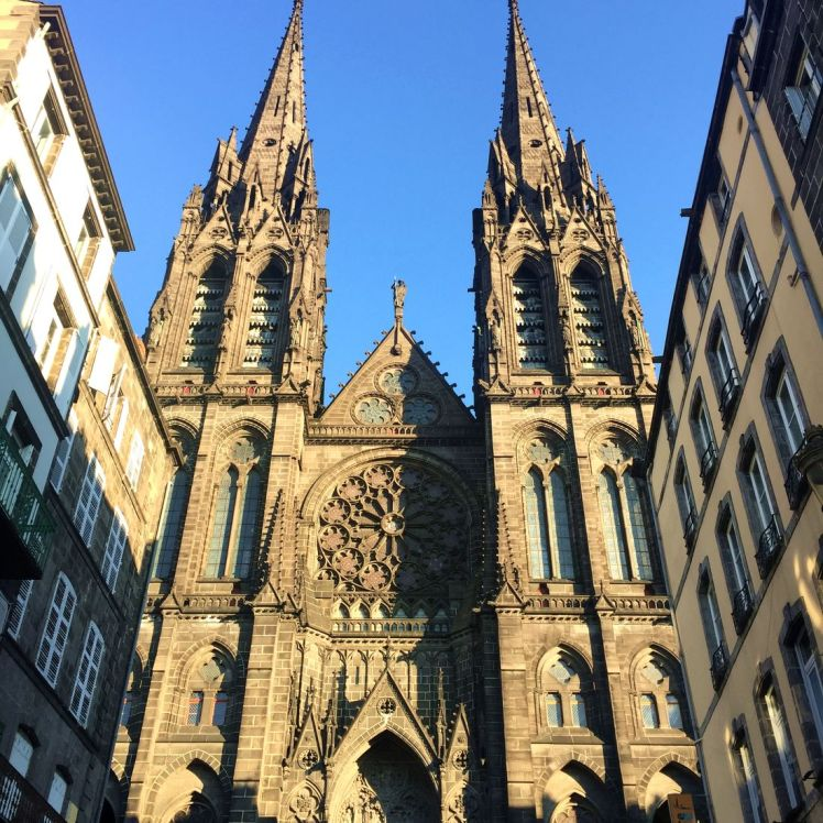 cathedrale-clermont-ferrand-larchivoyageuse